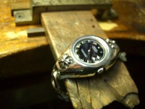 磨いて、時計を取り付けました。