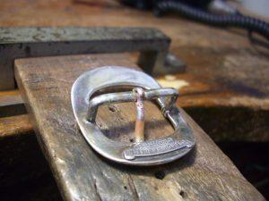 隙間を銀ロウで、ろう付けします。